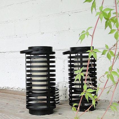 Lanternes ajourées en métal noir
