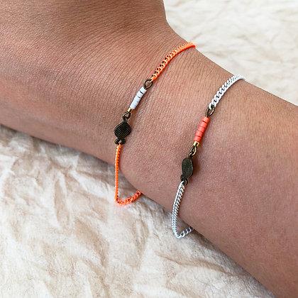 Bracelets laiton et perles - modèle Devendra - corail - blanc