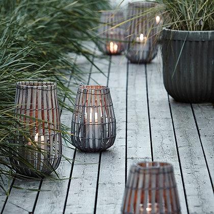 Lanternes en bois sur une terrasse