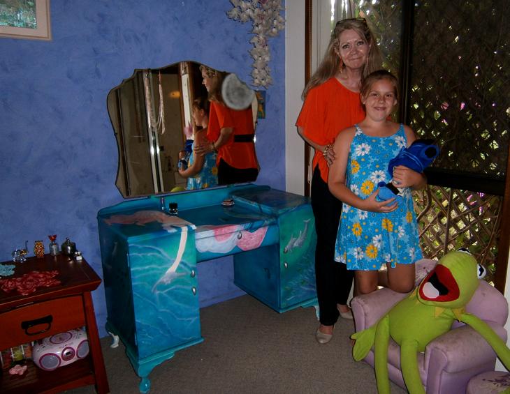 Sheridan's Dresser