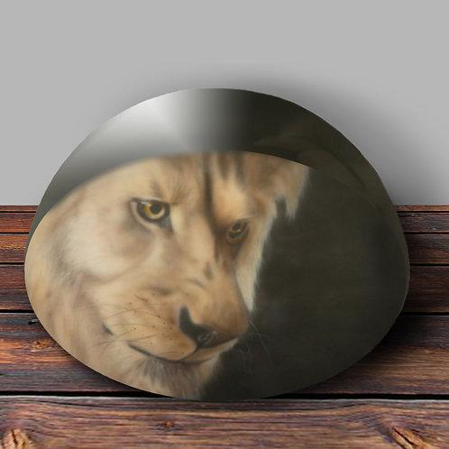 Mwindaji Lion Paperweight