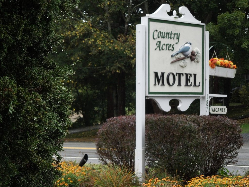country-acres-motel sign 2.jpg