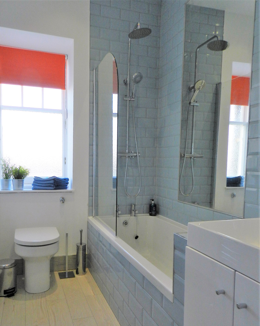 Gullane Getaway Bathroom.jpg