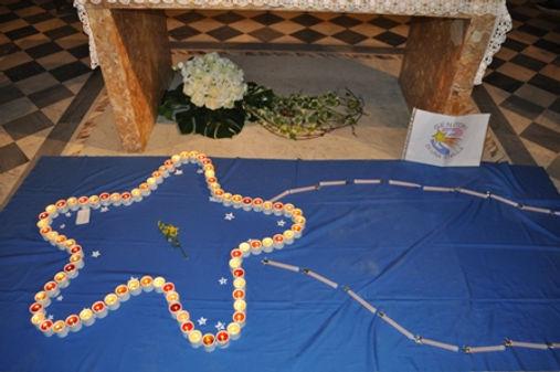 Stella composta dalle candele accese