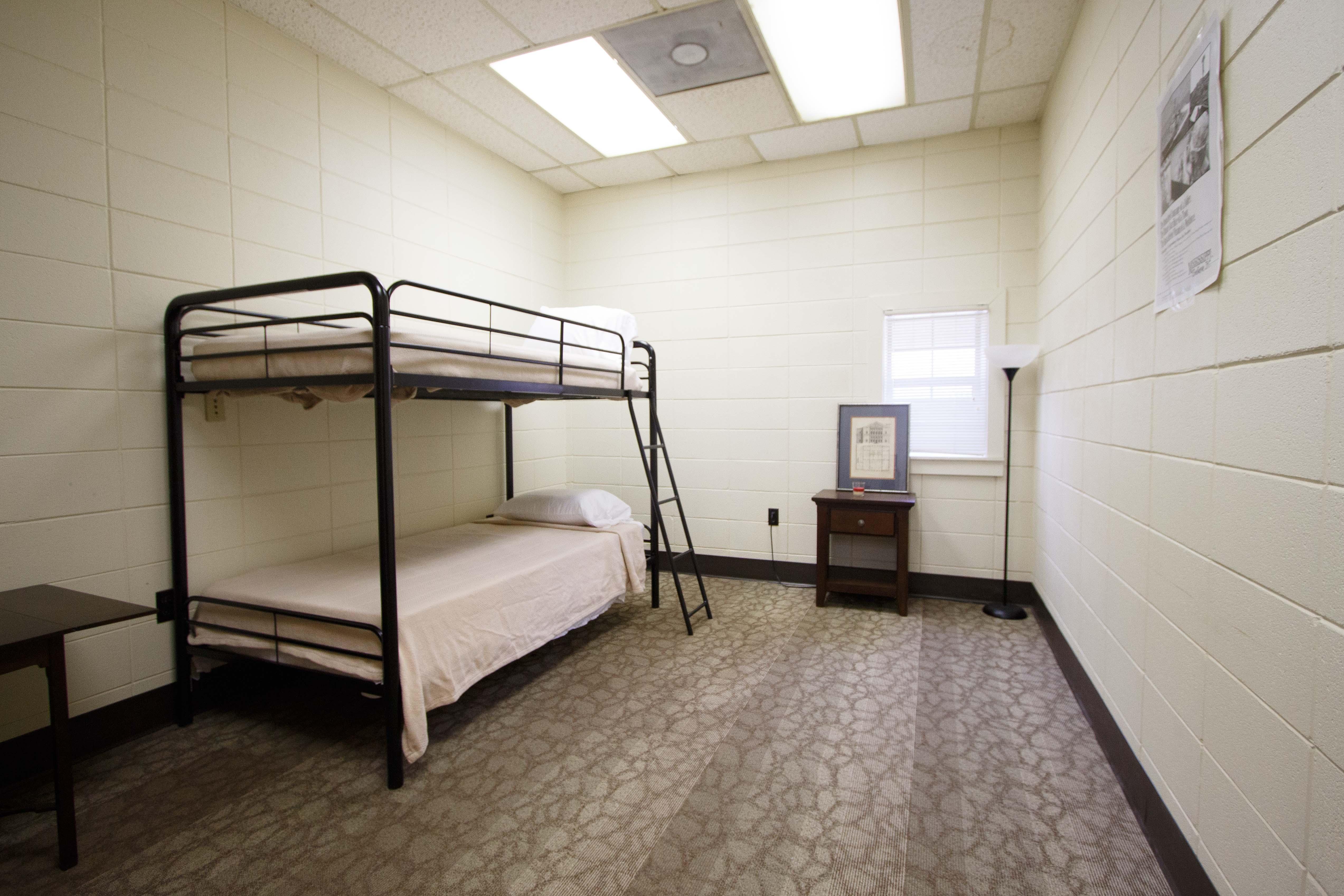 Hostel-16