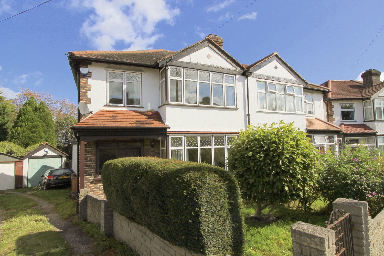 3-Bed-Semi-Detached-House-For-Sale-in-Iberian-Avenue-Wallington-SM6-Nearby-Wallington_edited
