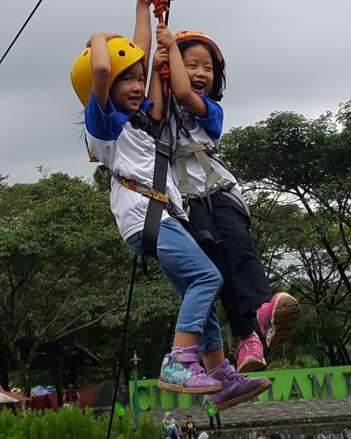 Flying fox tandem anak-anak