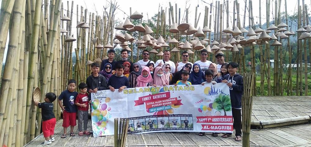 foto bersama peserta family gathering citra alam