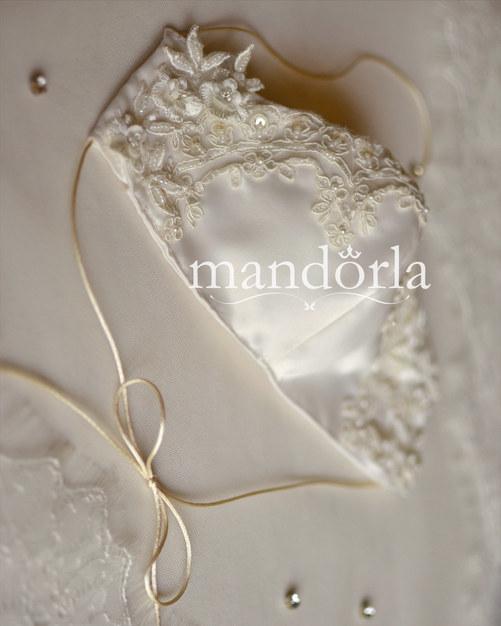 Raso francés ivory, triple capa, bolsillo para filtro, bordado a mano