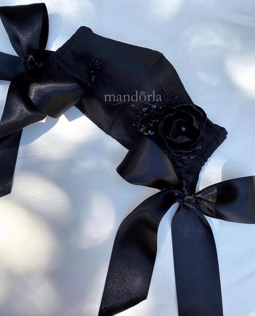 Raso francés negro, triple capa, bolsillo para filtro, flor hecha a mano, bordado a mano. Lazos opcionales.