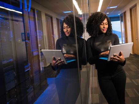 ¿Por qué necesitamos más mujeres en carreras tecnológicas?