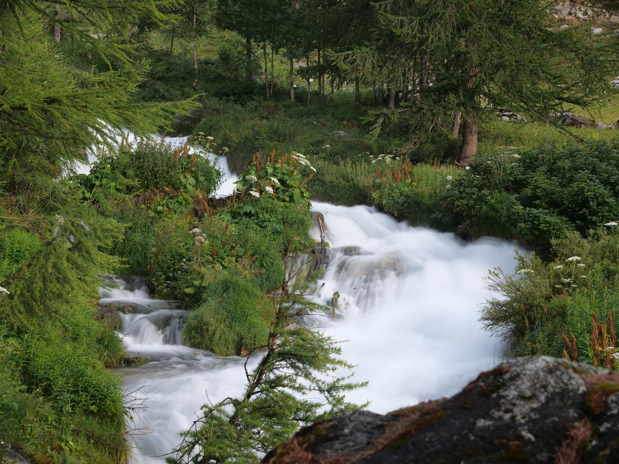 cotton-wool-river-Tignes.jpg