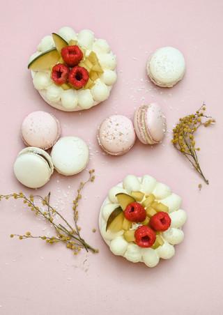 Pavlova & macarons