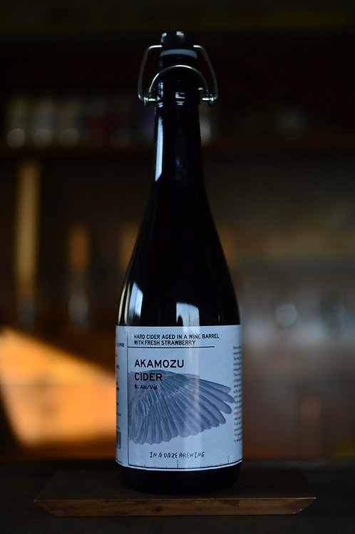 AKAMOZU CIDER AGED IN A WINE BARREL WITH FRESH STRAWBERRY