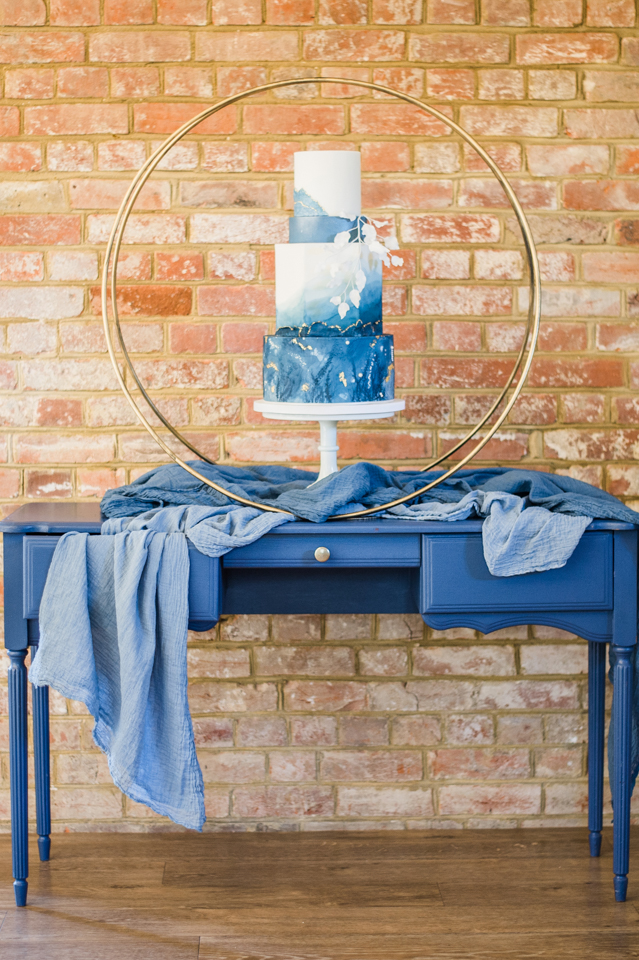 Modern wedding cake table styling with h
