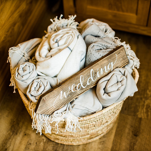x 10 x Cosy Wedding Blankets In A Basket