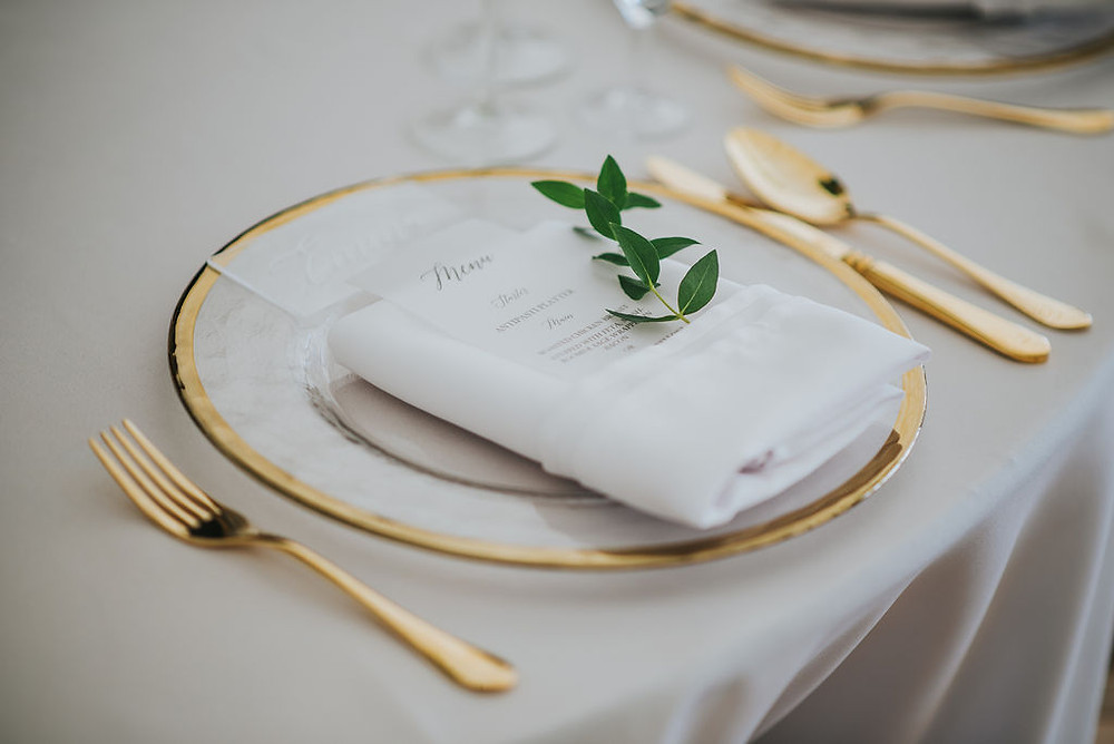 Luxury Tableware Hire Glass Charger Plates with Gold Rim and Gold Cutlery