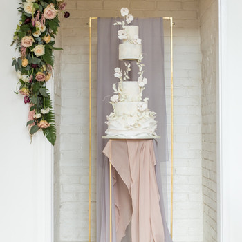 Elegant Gold Metal Cake Backdrop and Cak