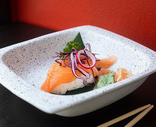 Urban sushi_NIGIRI SALMONE_550x440.jpg