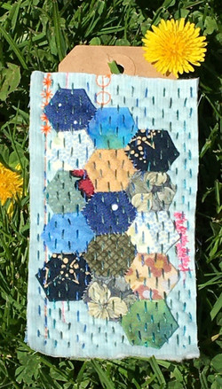 Tag 18 Tiny Hexies with Running Stitch