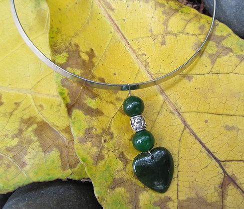AJ204 Greenstone Choker Heart Necklace