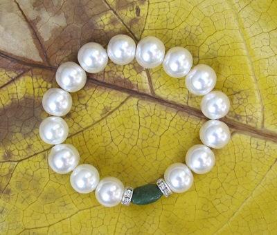 AJ100 Greenstone Glass Pearl Bracelet