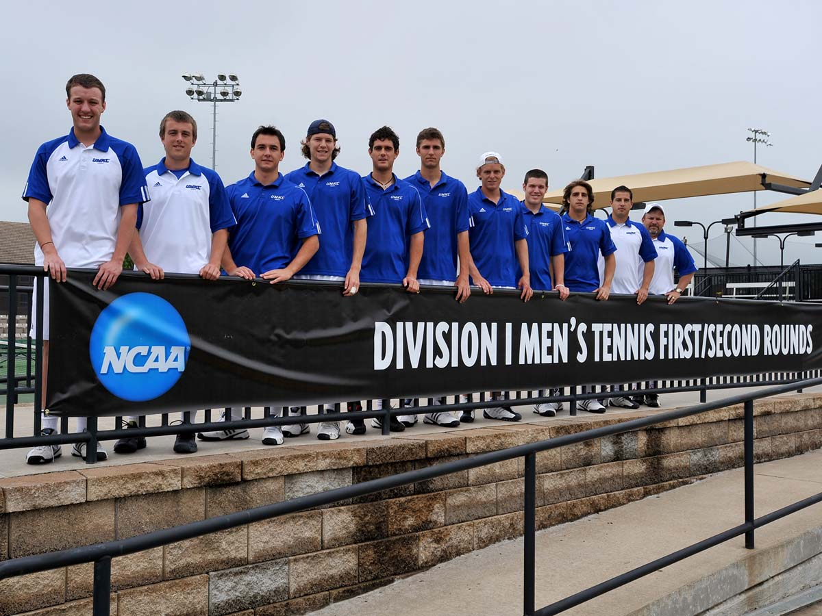2009 Team Picture-NCAA Championships.jpg