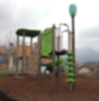 castello gioco con scivolo per parco giochi