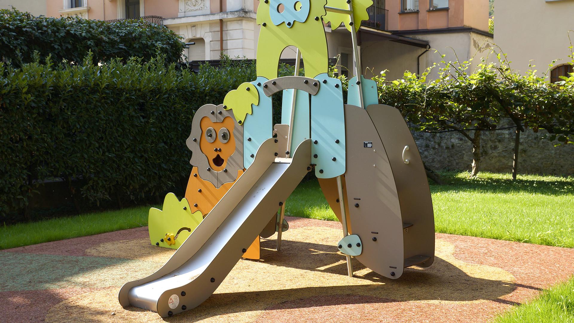 Giochi a Tema,  per bambini dai 2 agli 8 anni,  formidabile invito alla favola e alla fantasia, per trasformare il parco giochi in un teatro all'aria aperta.
