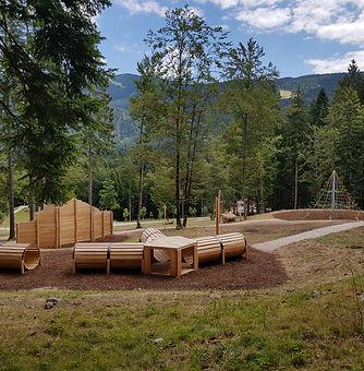 parco giochi naturale in robinia presso il Sarnacli Mountain Park di Andalo nelle Dolomiti di Brenta