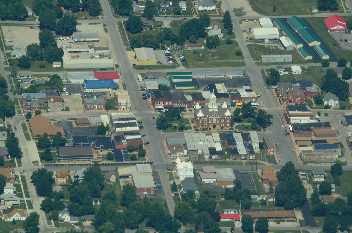 Aerial_view_of_Savannah,_Missouri_9-2-2013