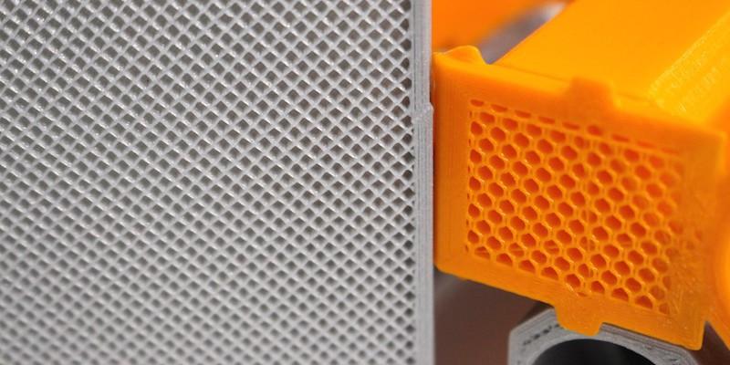 El relleno, patrón de relleno y cantidad de capas exteriores influyen en la resistencia, calidad y costo de una pieza impresa en 3D