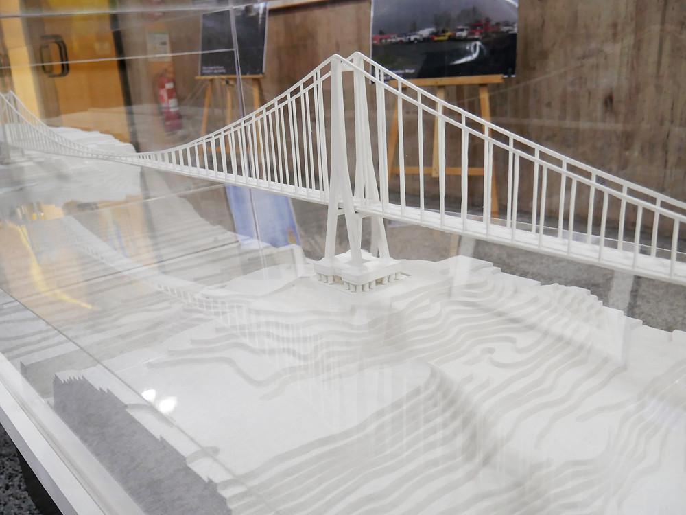 Pila Central del puente Chacao sobre la Roca Remolino