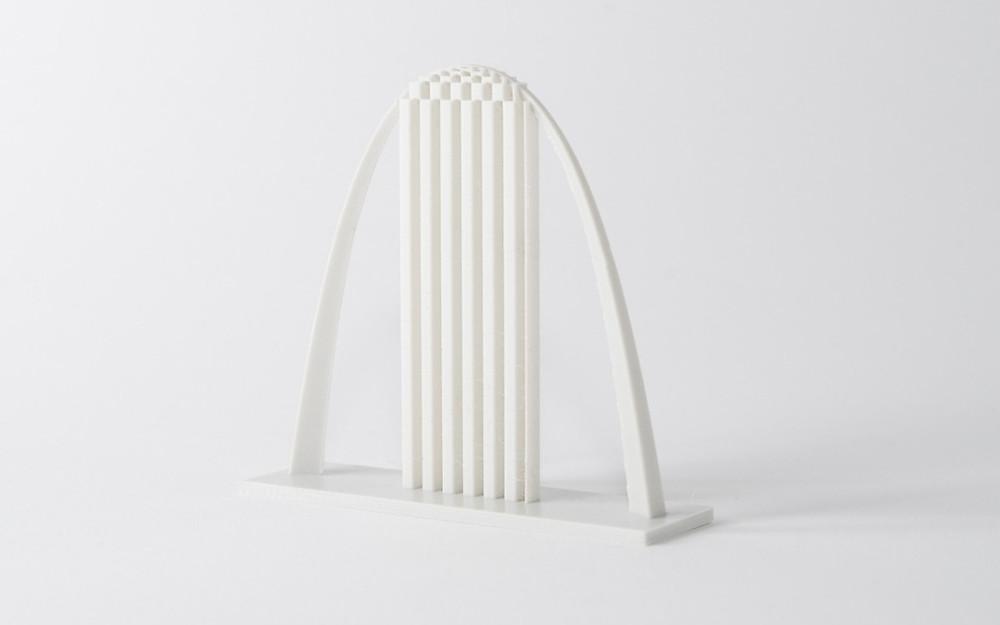 Arco impreso en 3D con estructura de soporte. Es importante aprender a diseñar en 3D evitando los soportes para ahorrar tiempo, dinero y mejorar la calidad superficial.