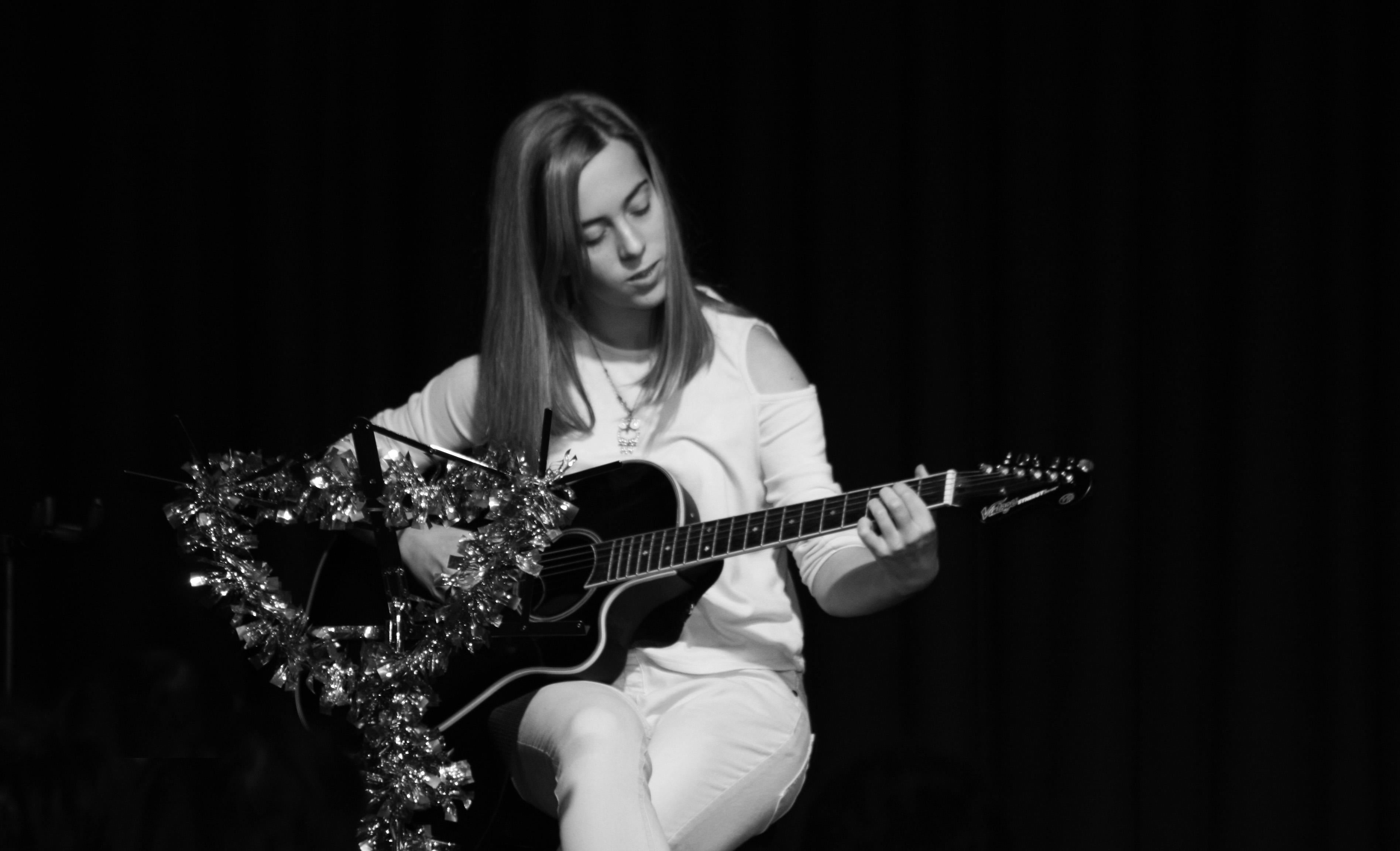 LIS Guitar Amber 3