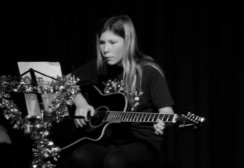 LIS Guitar Ella 2
