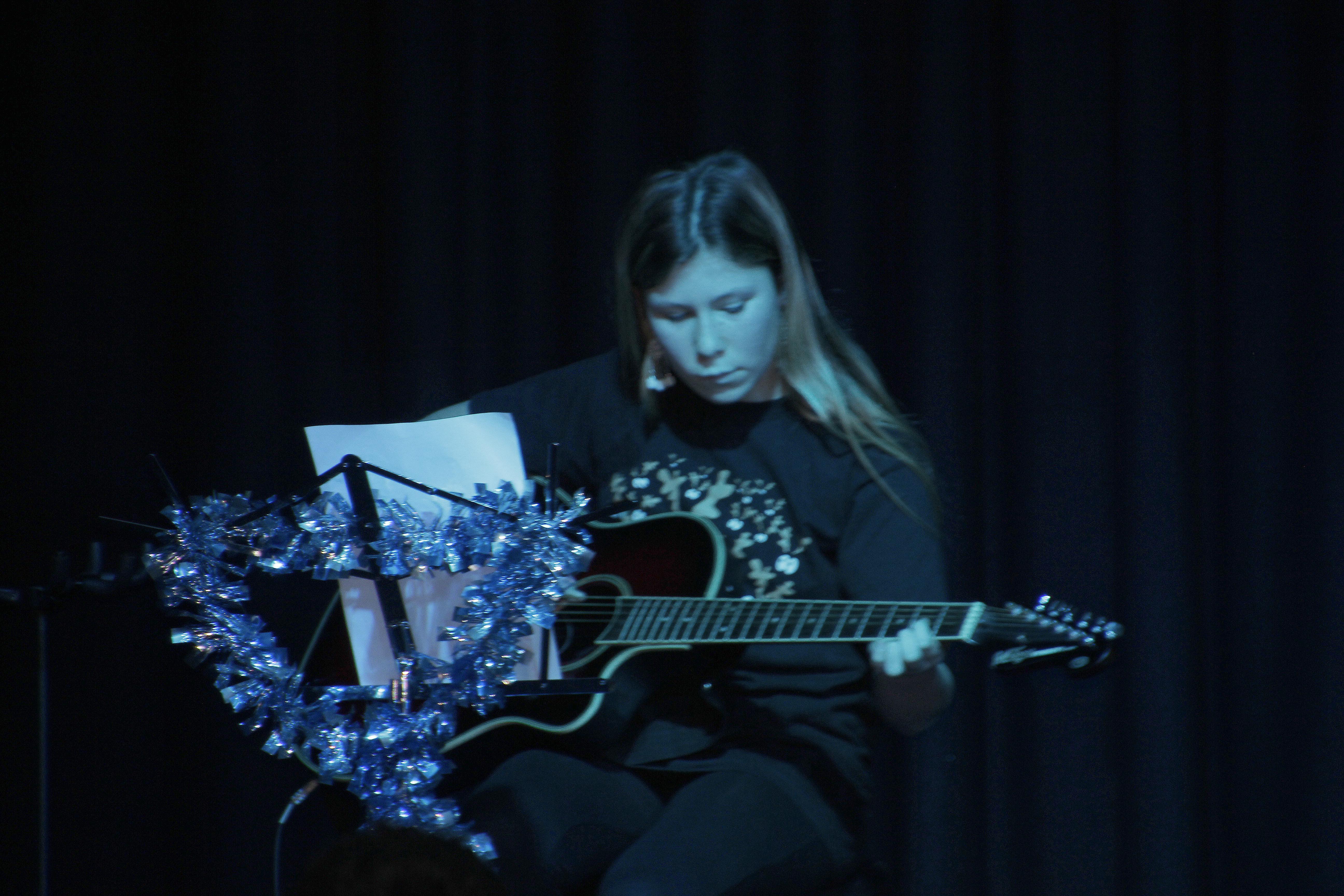LIS Guitar Ella