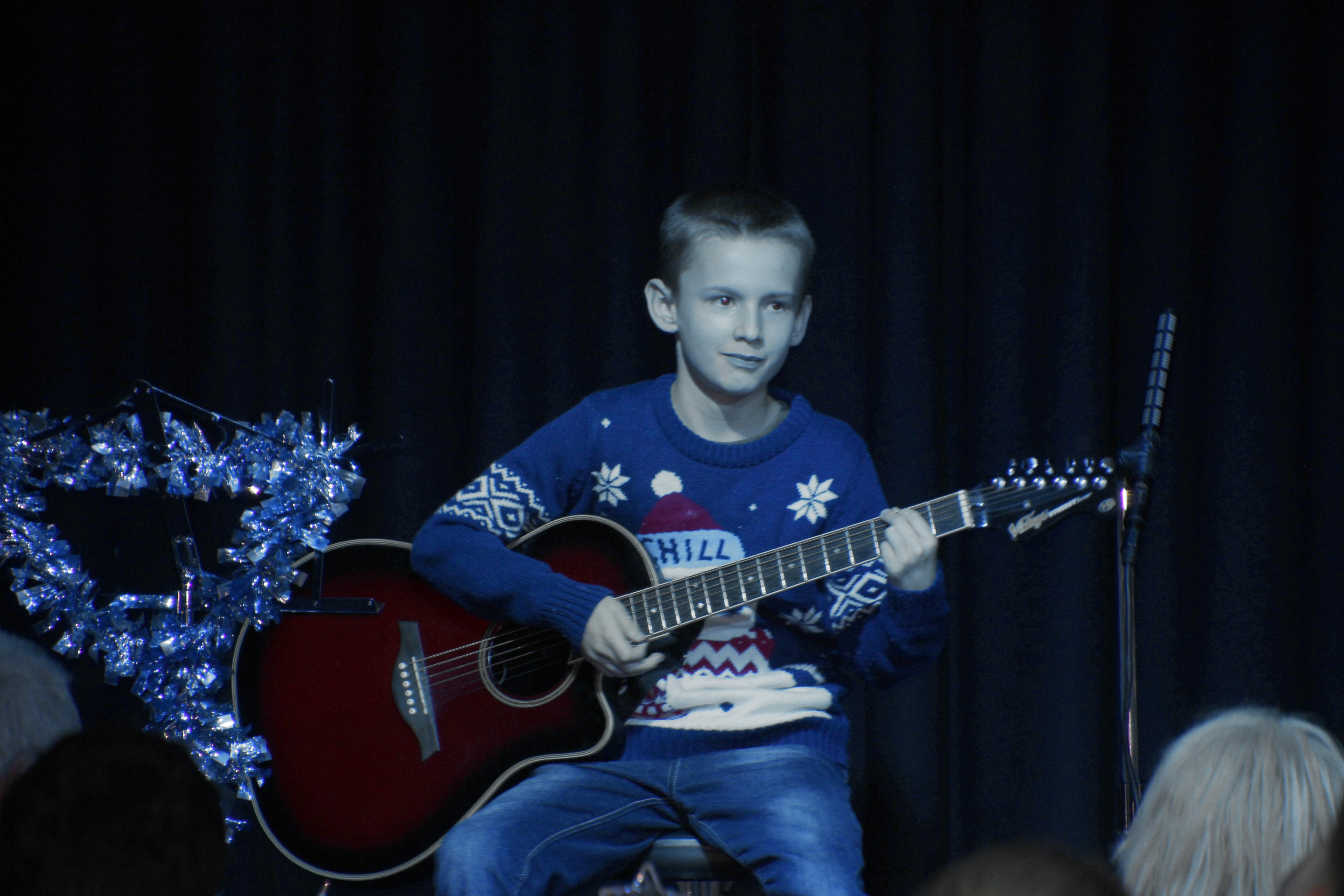 LIS Guitar Josh 3