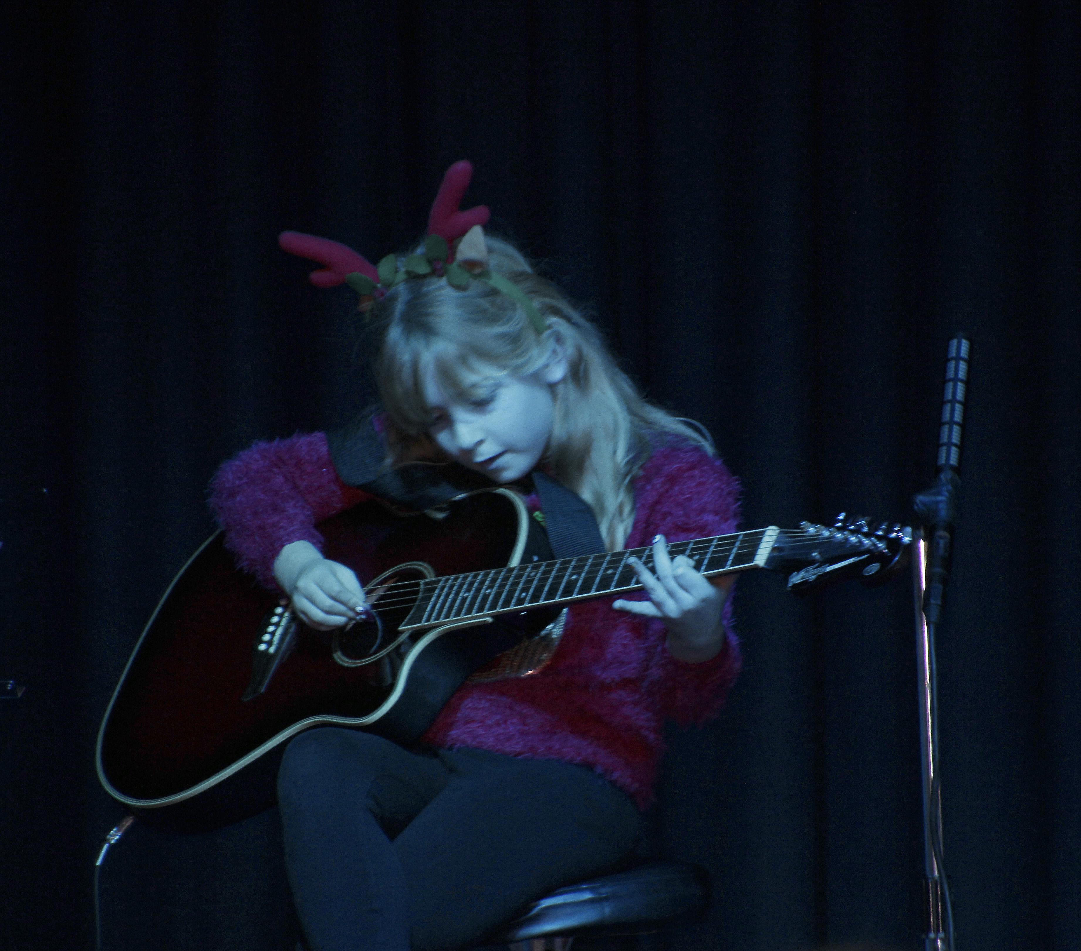 LIS Guitar Rebecca