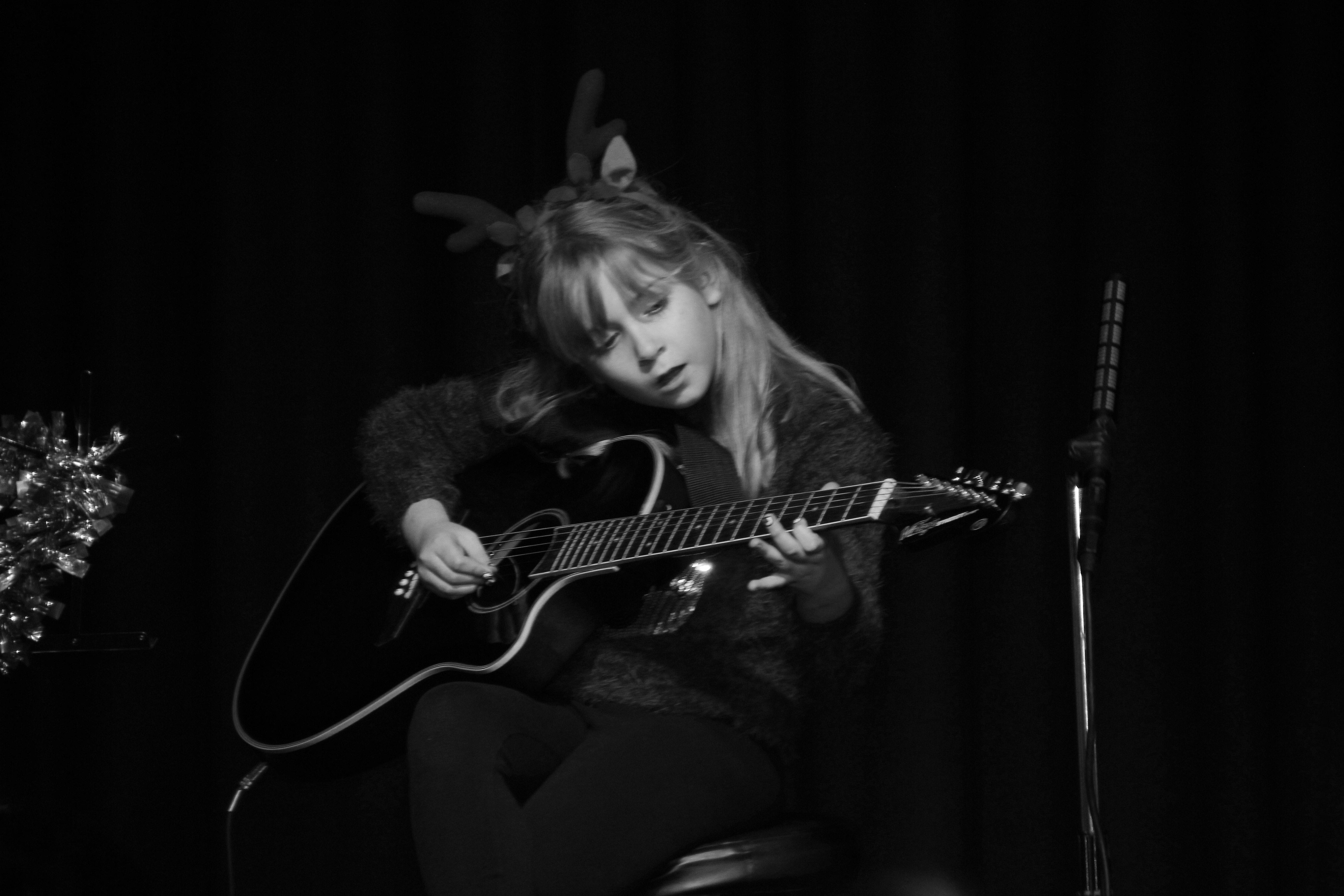 LIS Guitar Rebecca 2