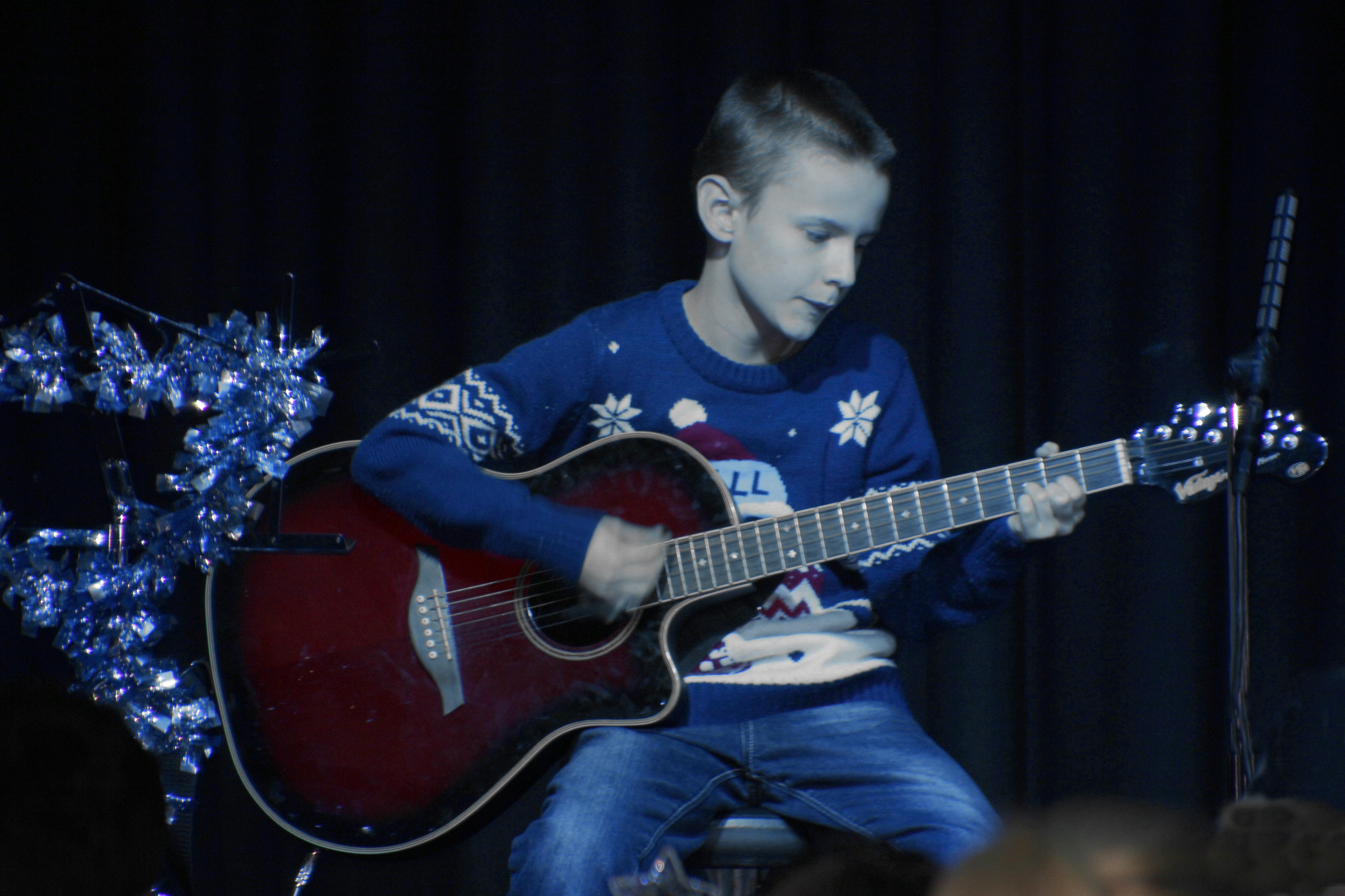 LIS Guitar Josh 2
