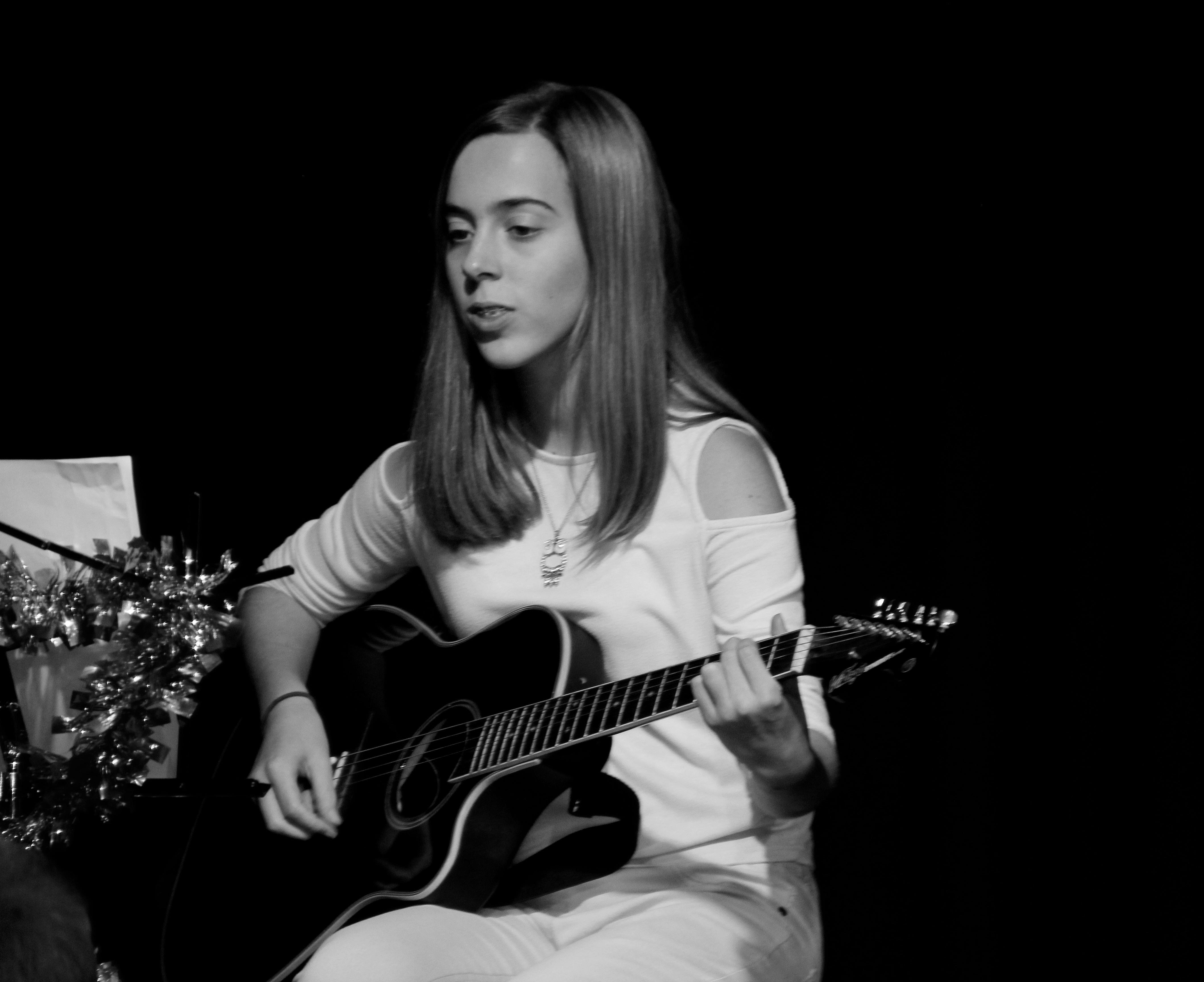 LIS Guitar Amber 2