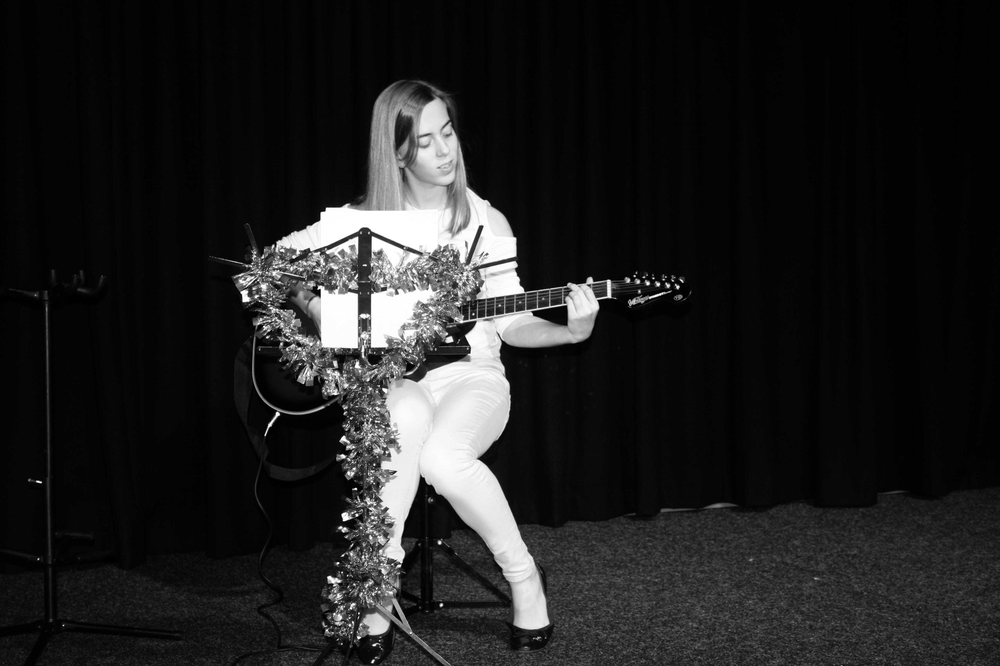 LIS Guitar Amber 4