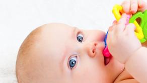 Que faire pour soulager Bébé pendant les poussées dentaires ?