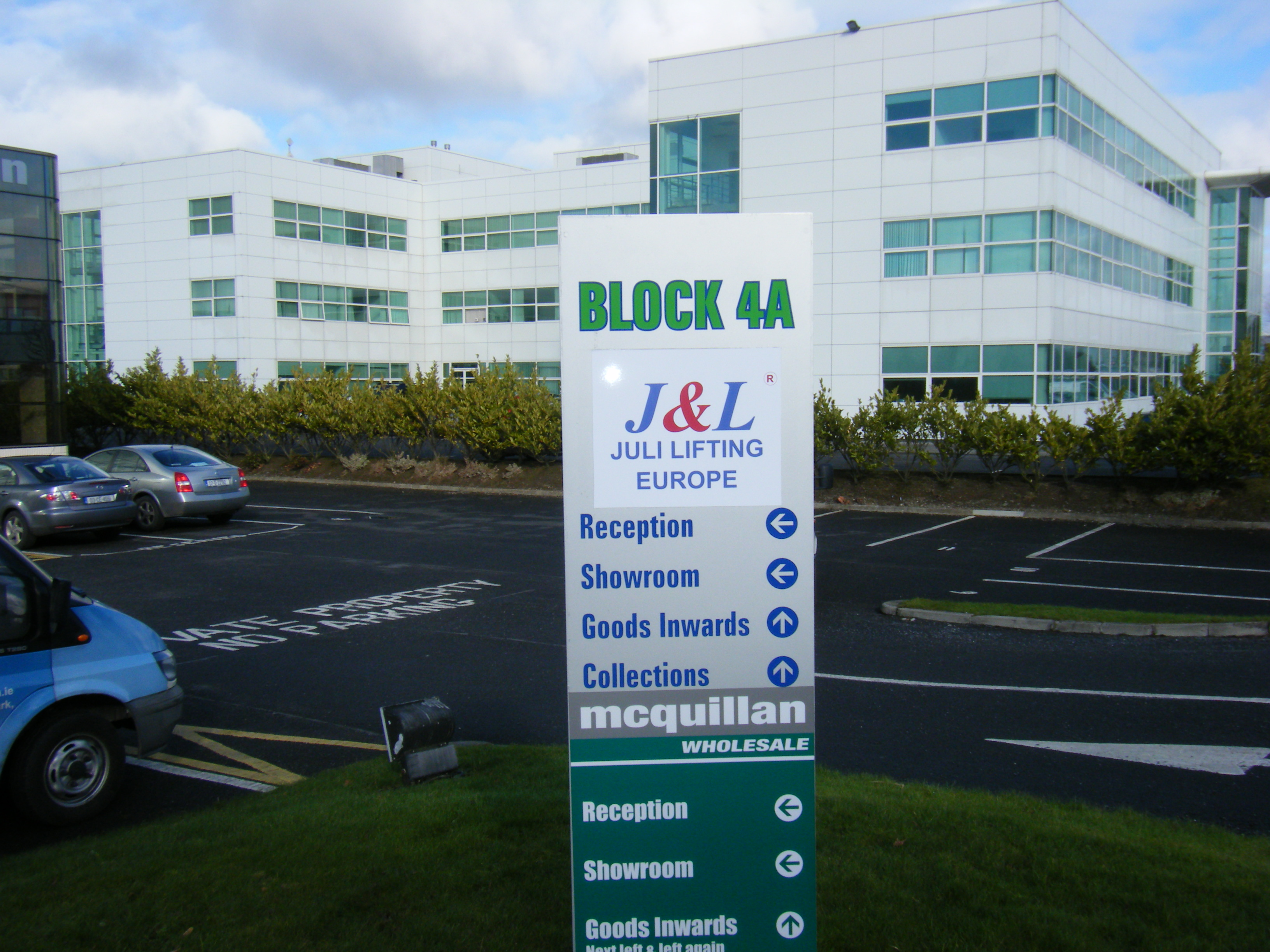 Outdoor monlith directory signage