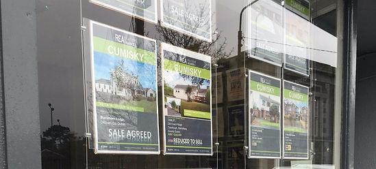Auctioneer window pocket display