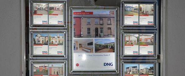 Auctioneer edgelit window display
