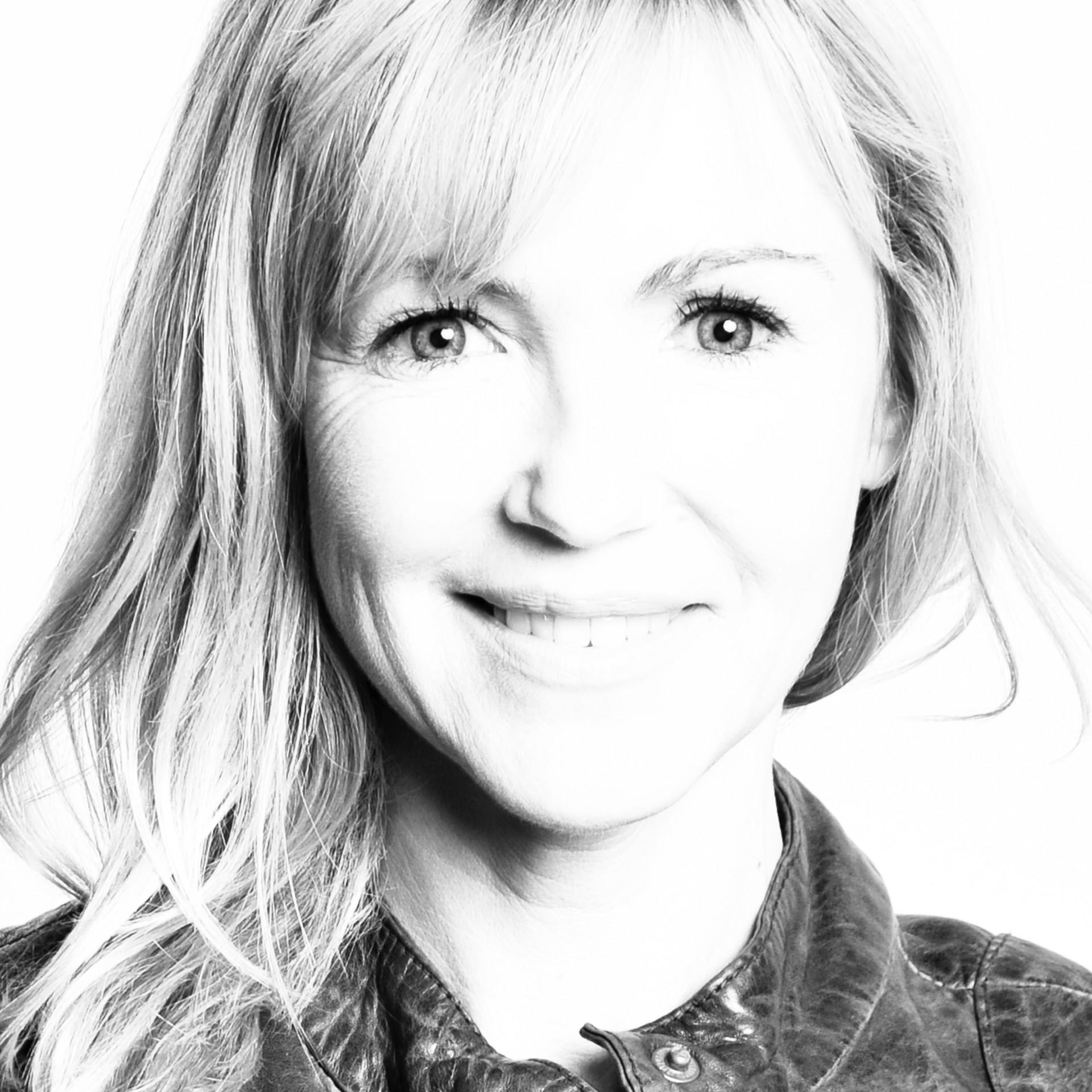 Portrait Frau sw Fotostudio Brigitta Leb