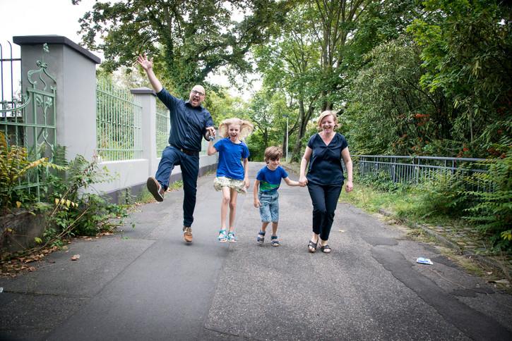 Familienfotoshooting draussen in Bonn Beuel 2021