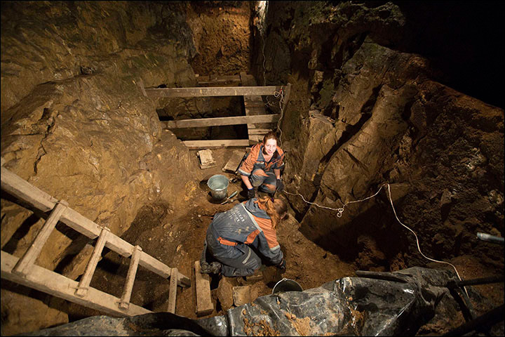Archaeologists at work in Denisova Cave